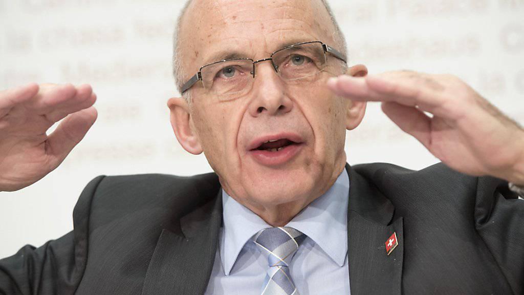 Finanzminister Ueli Maurer verteidigt die Unternehmenssteuerreform III gegen die Kritik seiner Amtsvorgängerin. (Archivbild)