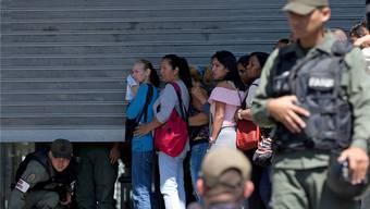 Schlangen vor Supermärkten sind in Venezuela zurzeit an der Tagesordnung.