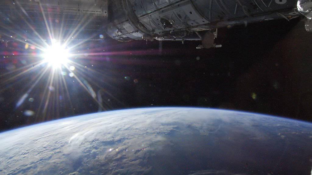 Die Astronauten auf der internationalen Raumstation ISS müssen sich vor Strahlen von der Sonne in Acht nehmen. (Archivbild)