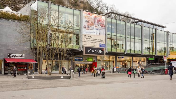 Die grossen Ketten: Manor, Coop, Migros und Starbucks