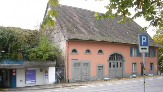 Das Rote Haus gegenüber der Rheinfelder Schifflände bleibt erhalten: 4,36 Millionen Franken bewilligte die Gemeindeversammlung für die Sanierung. – Foto: pd