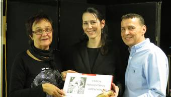 Iris Minder (l.) und Jürg Spahr geben ab; Daniela Sutter (Mitte) übernimmt das Präsidium des neu fusionierten Vereins «Freilichtspiel Grenchen».