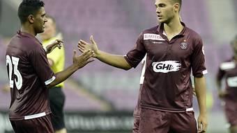 Karanovic (rechts) gratuliert 1:0-Torschütze De Azevedo