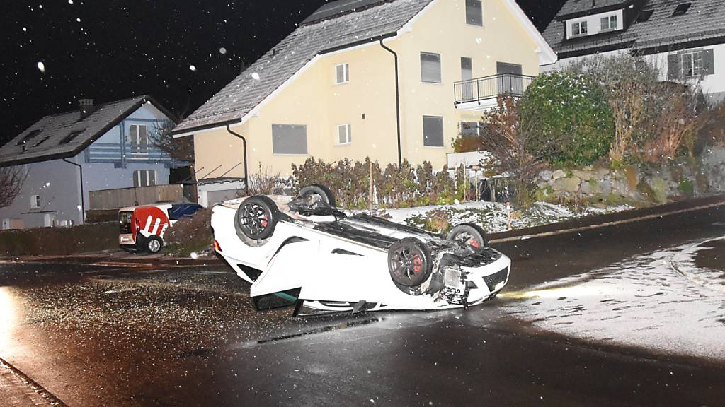 Auto überschlägt sich - Lenker in Gossau verletzt