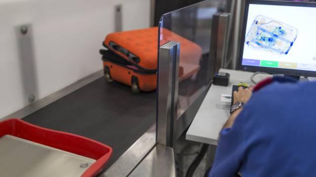 Sicherheitskontrolle am Flughafen Zürich Kloten