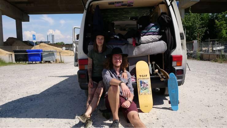 Das ganze Hab und Gut im Van: Jenni und Timo haben sich für ein Leben im Kleinbus entschieden.