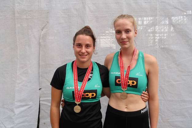 U21 Bronzemedaille Rebekka Merkofer (l.) und Jasmine Fiechter