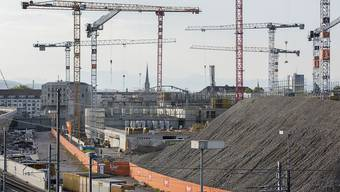 In der Schweizer Bauwirtschaft zeichnet sich 2018 ein Umsatzrückgang ab. (Archiv)
