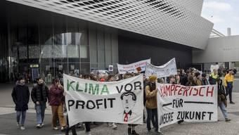 Demonstration in Basel zu Klimaschutz und anderes, Marsch vom Messeplatz bis zu Syngenta beim Badischen Bahnhof. (Bild vom 27. März 2019)