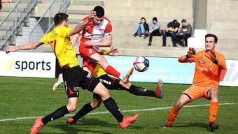 Der Solothurner Stürmer Hannes Hunziker (M.) sichert seinem Team den Sieg: Gegen den SC Goldau erzielt er in der 54. Minute den ersten und letzten Treffer des Tages.