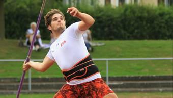 Julian Lehmann gewinnt in der Disziplin Speerwurf