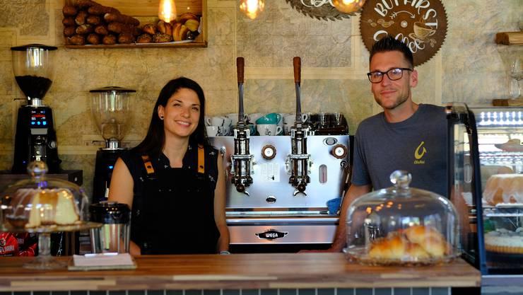 Daniela Holdener und Mario Stanco im neuen Café.