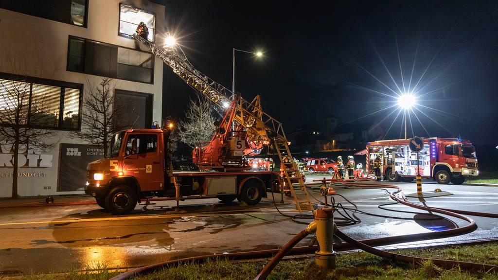 Zwei Verletzte nach Balkonbrand in Cham