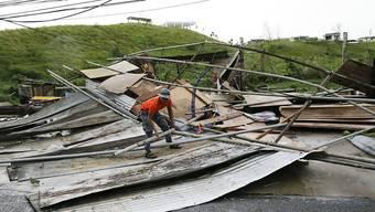 """Gebäude weggefegt: Taifun """"Mangkhut"""" richtet auf den Philippinen mit Windböen von bis zu 330 Kilometern pro Stunde erhebliche Schäden an."""