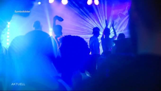 Eine mit Covid-19 infizierte und sich in Isolation befindende Person besuchte eine Party im Parktheater in Grenchen. 280 Personen müssen sich folglich in Quarantäne begeben. Der Kanton prüft rechtliche Schritte gegen den Partybesucher.