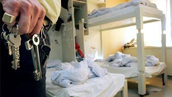 Aufseher im Erweiterungsbau von Champ-Dollon, durch den sich die Lage in dem chronisch überbelegten Gefängnis nicht entschärft hat.