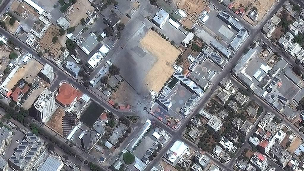 HANDOUT - Ein Sicherheitskomplex liegt nach einem israelischen Luftangriff in Trümmern. Foto: -/Maxar Technologies/AP/dpa - ACHTUNG: Nur zur redaktionellen Verwendung im Zusammenhang mit der aktuellen Berichterstattung und nur mit vollständiger Nennung des vorstehenden Credits
