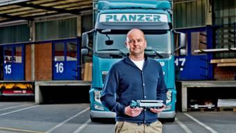 «Geld war noch nie im Leben die Lösung»: Nils Planzer, CEO des Familienunternehmens, am Firmenhauptsitz an der Lerzenstrasse in Dietikon.