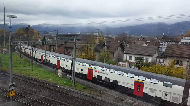 Der neue Doppelstock-Zug der SBB, der Twindexx, fährt durch Solothurn