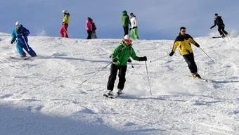 Ab auf die Piste: Skifahren ist laut einer österreichischen Studie gut für die Gesundheit (Archiv)