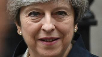 Die britische Premierministerin Theresa May am Donnerstag auf dem Weg ins Parlament - wo sie die Vertrauensabstimmung gewann.