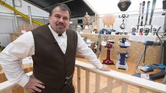 Silvio Rüfenacht präsentiert über 400 Preise im Gabentempel