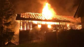 Kopie von In Buttwil ist an der Seetalstrasse ein leerstehender Bauernhof niedergebrannt