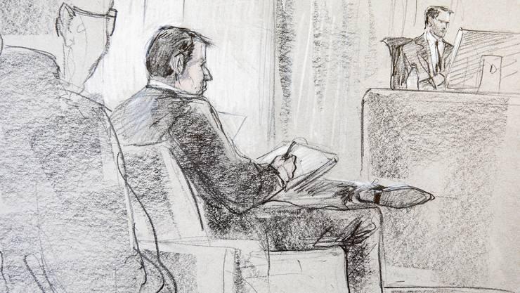 Der angeklagte Reeder Hans-Jürg Grunder am Montag beim Beginn des Hochseeflotten-Prozess im Berner Amtshaus.