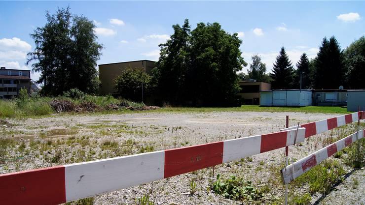 Hier, neben dem Schulhaus Zelgli, will die Stadt einen Park für Skater errichten. Anwohner rekurrierten zweimal gegen das Projekt, zweimal gab ihnen das Baurekursgericht teilweise Recht.  cte
