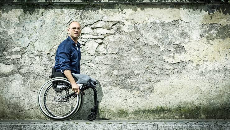 Die Folgen eines Selbstmordversuchs: Viktor Staudt sitzt im Rollstuhl.
