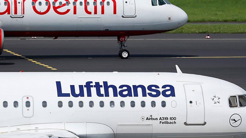 Software-Argument kaum stichhaltig: Nach der Air-Berlin-Insolvenz zeigen sich deutsche Kartellbehörden mit den höheren Ticketpreisen bei der Lufthansa-Gruppe unzufrieden.