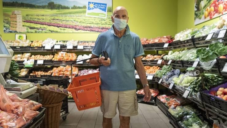 In immer mehr Kantonen gehört die Maske beim Einkaufen dazu.