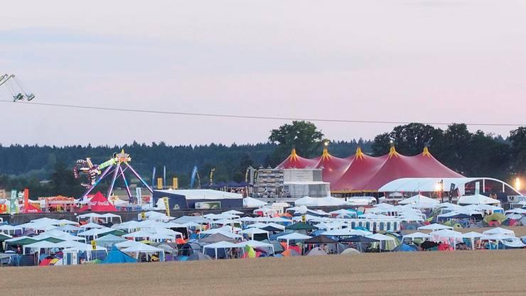 «Festival- und Zeltstadt» Gunzgen: Die Allmend ist zurzeit voll in den Händen der Festival- und Elektromusikfans aus der ganzen Schweiz und dem angrenzenden Ausland.