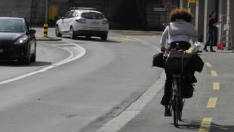 Mellingerstrasse: Diese Velofahrerin fährt auf der richtigen Seite.