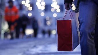 Keine Eile: Im Aargau kann auch noch am 23. Dezember für Weihnachten eingekauft werden.