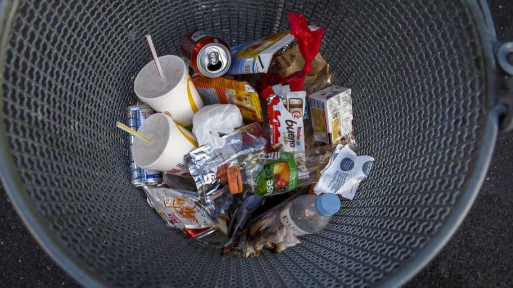 703 Kilo Siedlungsabfall produzierte 2018 jeder Einwohner und jede Einwohnerin der Schweiz im Schnitt. Das sind nur vier Prozent weniger als im Rekordjahr 2008. In ganz Europa produzierten 2018 nur Dänemark und Norwegen noch mehr Müll als die Schweiz. (Symbolbild)