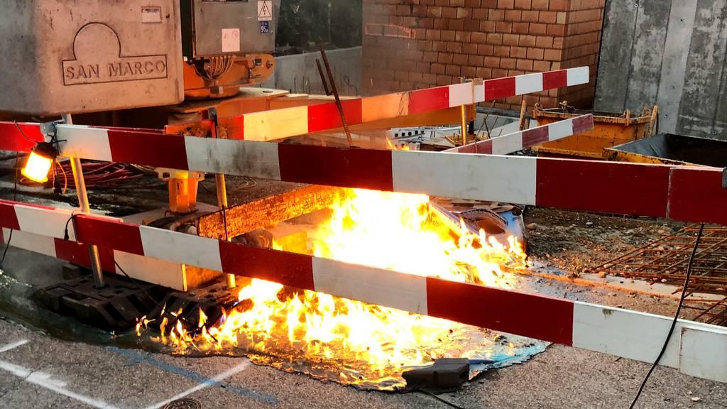 Baustellen-WC brennt komplett nieder