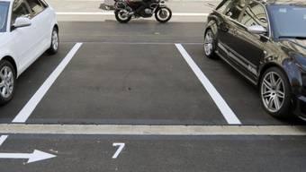 Mitarbeitende des Gesundheitswesens und der allgemeinen Grundversorgung dürfen bis am 26. April 2020 gratis in der Stadt Zürich parkieren. (Archivbild)