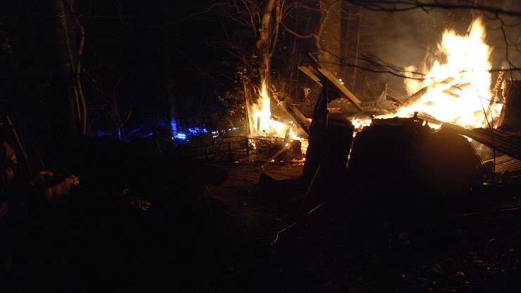 Eine kleine Balsthaler Waldhütte ist in der Nacht auf Sonntag abgebrannt.