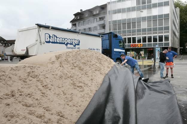 Insgesamt werden 400 Tonnen Sand für den Anlass benötigt.