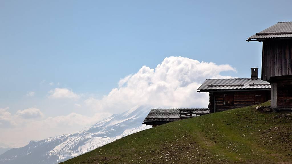 In Graubünden ist der Naturpark Rätikon gescheitert. Zehn Prättigauer Gemeinden lehnten das Projekt ab. Im Bild Maiensässe oberhalb Seewis (Archivbild).