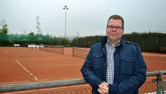 Peter Lüscher, Präsident des Tennisclubs Möhlin, arbeitet mit seinen Mitstreitern für eine feste Tennishalle.