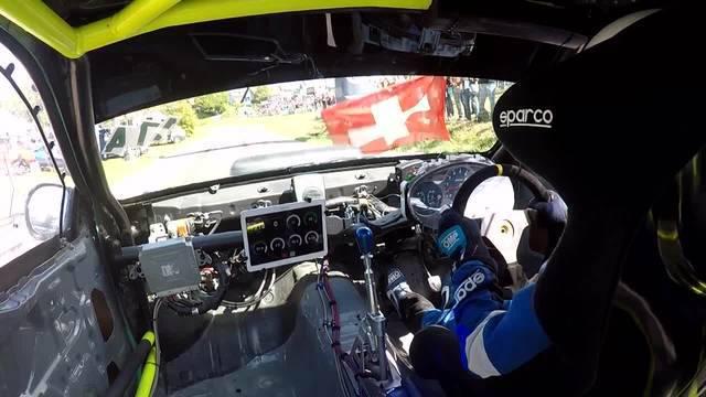 Blick aus dem Cockpit: Hier drückt Rennfahrerin Zenklusen voll aufs Gas