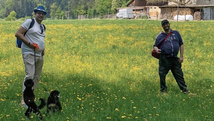Outdoor-Treffen mit sicherem Abstand: Aliko Ferrari (rechts) freute sich über den Ausflug auf der Lägern in Wettingen. Mit ihm auf dem Bild ist Marcello Zufferli.