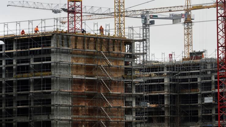 Die Bautätigkeit dürfte die Schweizer Wirtschaft laut KOF-Experten stützen.