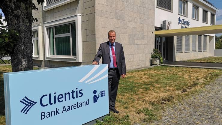 Hansjörg Gloor, Vorsitzender der Geschäftsleitung der Clientis Bank Aareland, zeigt sich erfreut über das Halbjahresergebnis. (Archvi)