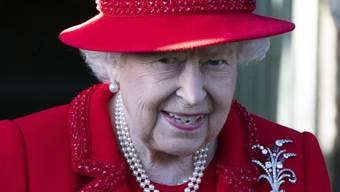 Die Queen trifft zum Weihnachtsgottesdienst in der St. Mary Magdalene Church in Sandringham ein.