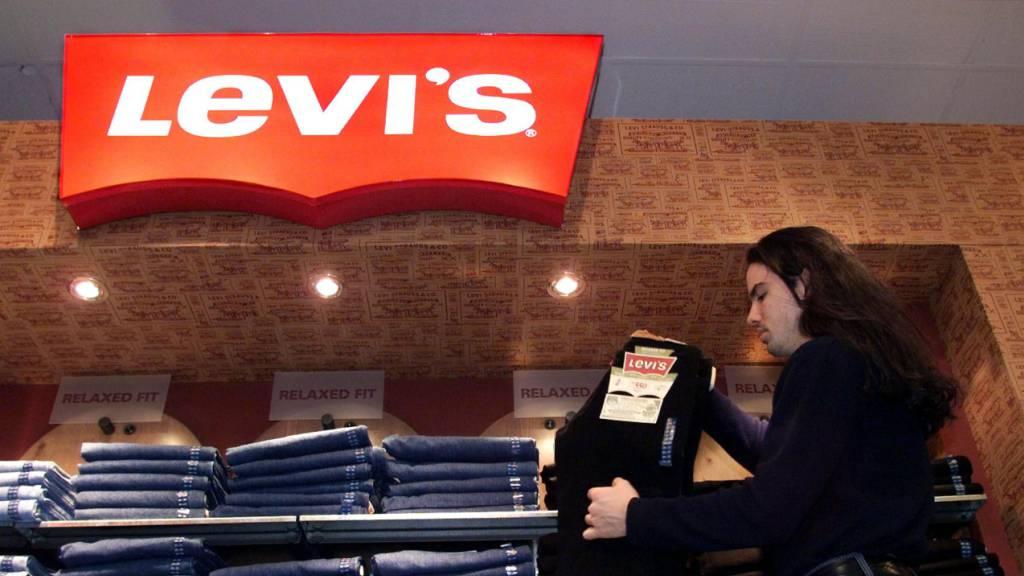 Jeans-Hersteller Levi's profitiert vom Online-Handel