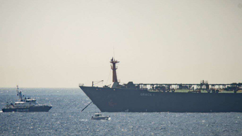 Der unter panamaischer Flagge fahrende Supertanker «Grace 1» vor Gibraltar. (Archivbild)