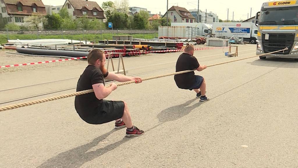 Bus-Pulling: Erste Schweizer Meisterschaft in Zofingen